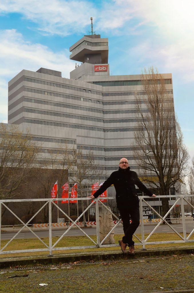 Foto: Alexander Sempf vor dem RBB