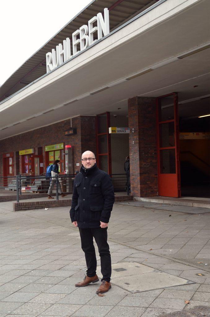 Foto: Alexander Sempf vor U-Bahnhof Ruhleben